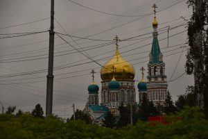 Russian-Orthodox church in Omsk closed for renovations, but possible to see from a less picturesque angle.